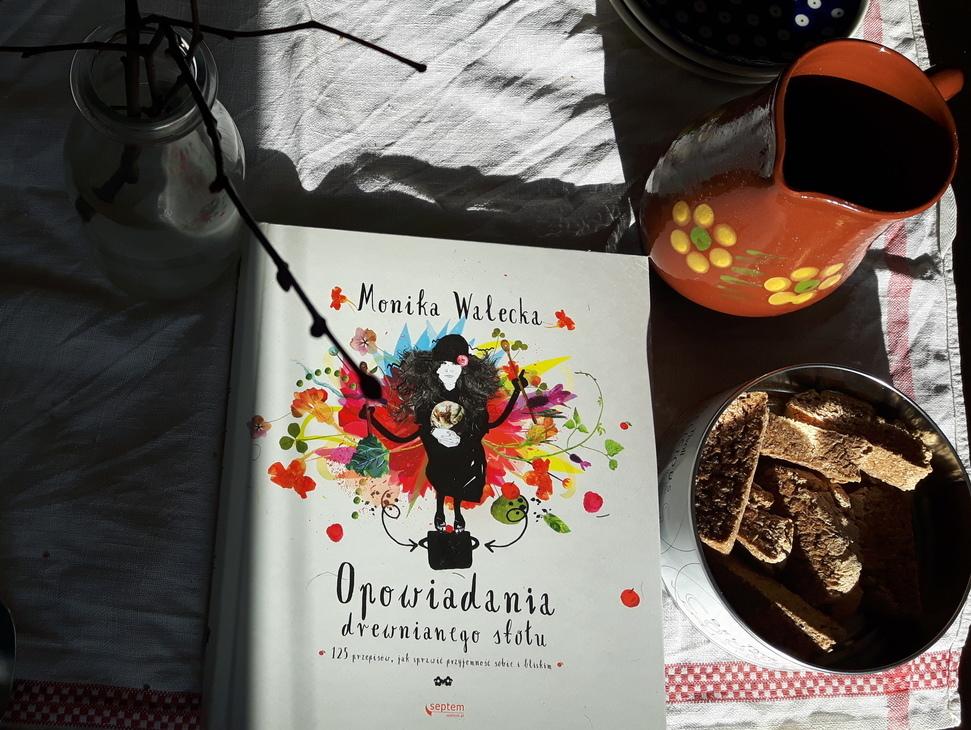 Opowiadania drewnianego stołu Monika Walecka