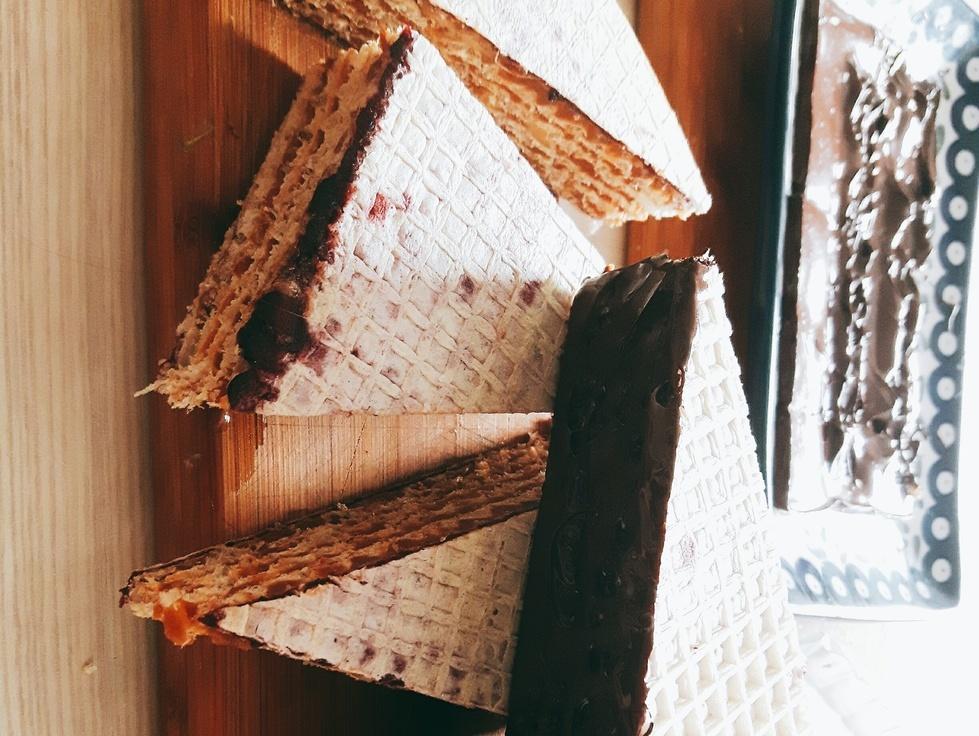 Piszinger - wafle z kajmakiem, masłem orzechowym i dżemem porzeczkowym