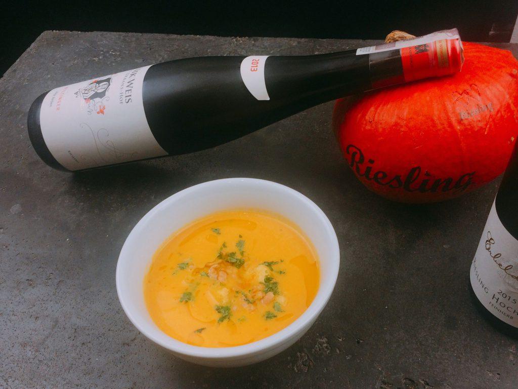 Przepis na zupę z dyni i ananasa